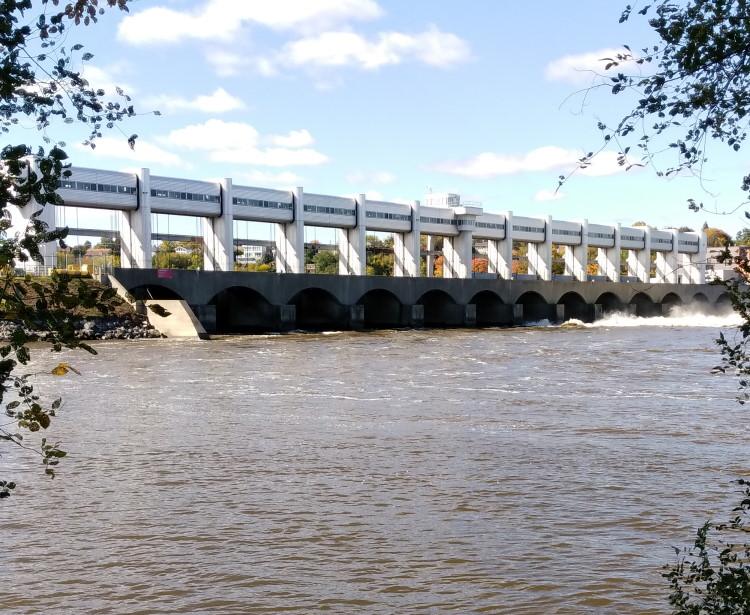 Centrale hydroélectrique au fil de l'eau de Rivière-des-Prairies, au nord de Montréal.